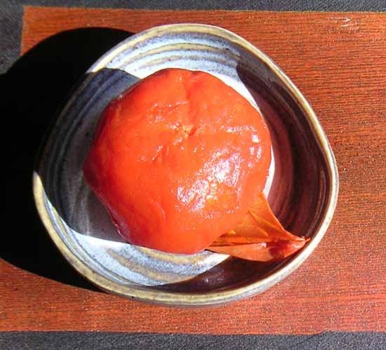熟し柿のクローズアップ 庭師がつくる田舎暮らしの風景・熟し柿 熟し柿 by住